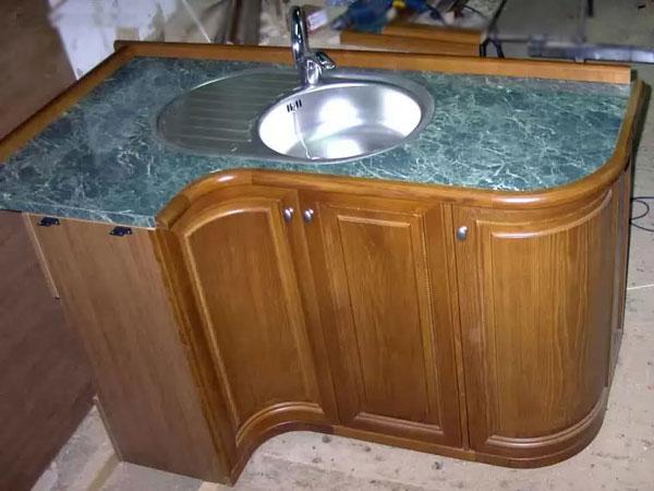 Гнутые фасады в мебели для кухни и ванных комнат - повышенная влагостойкость